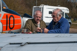 Paul and Ian debating the fitting of the fuel transfer pipe clips