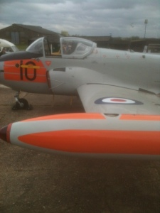 The first wing roundel in place, beautifully done!